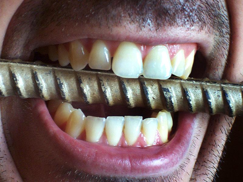 Почему скрипят зубами во сне?