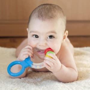 Помощь ребенку при прорезывании зубов
