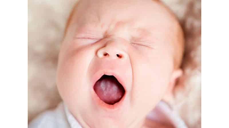 появление белого налета на языке у малыша