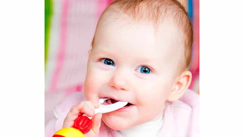 Как помочь ребенку, когда режутся зубы