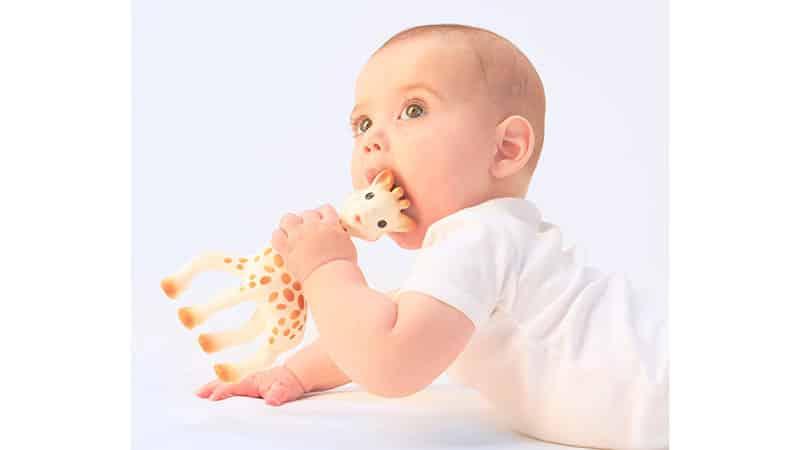 Как помочь ребенку, когда режутся зубки