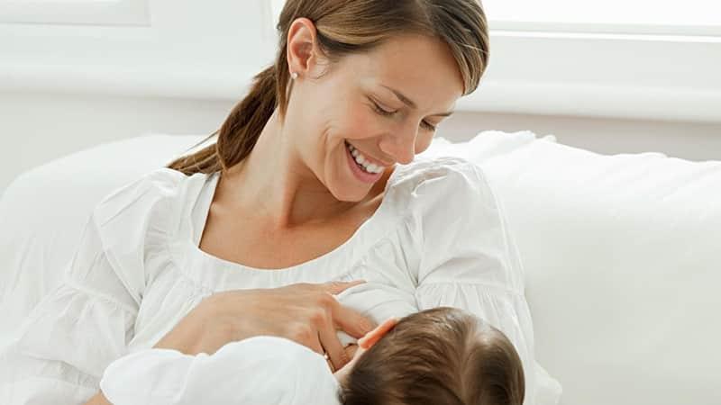 Во сколько начинают расти зубы у детей