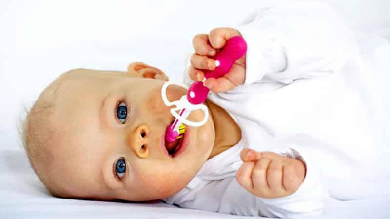 Раннее прорезывание зубов у младенцев
