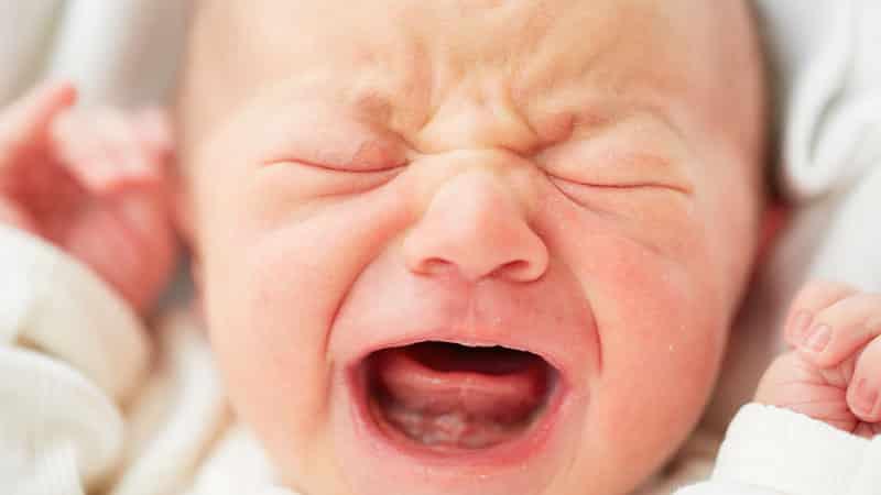 Когда появляются первые зубки у малыша