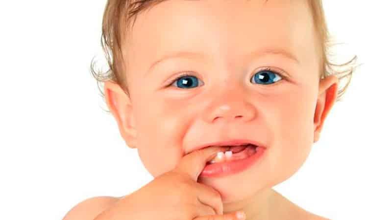 когда у детей начинают резаться зубки