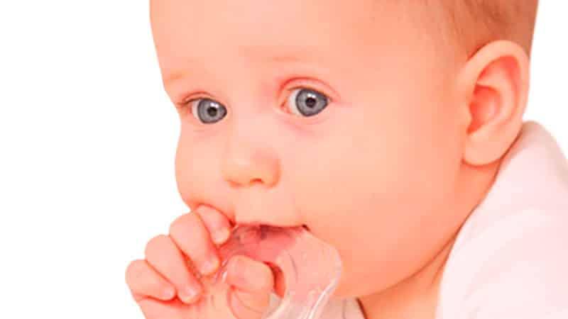во сколько месяцев режутся зубки у малышей