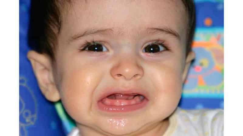 во сколько у детей лезут зубы