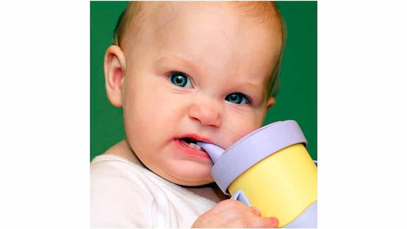 во сколько у ребенка начинают резаться зубы
