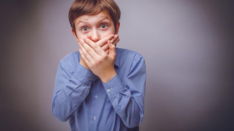 Почему неприятный запах изо рта у ребенка причины