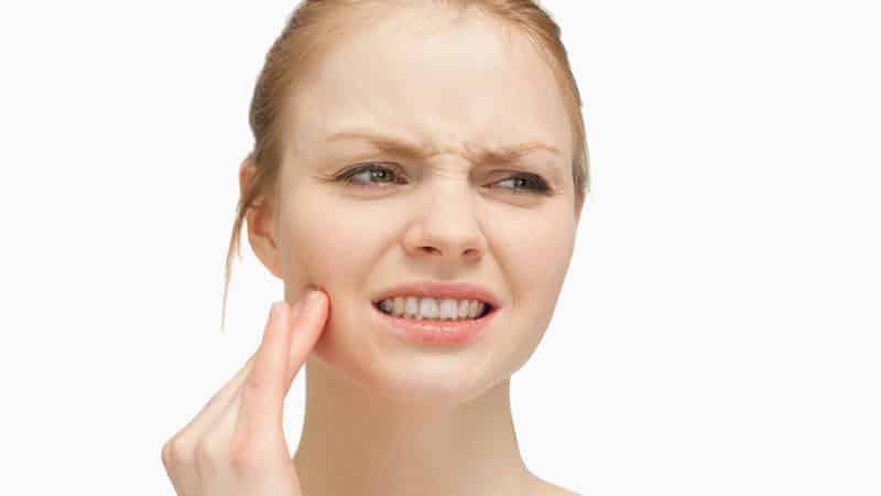 Как вылечить разболевшийся  зуб под коронкой