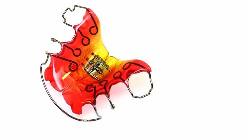 Как выровнять зубы без брекетов детям: vashyzuby.ru/ortodontija/vypryamit-v-domashnix-usloviyax.html