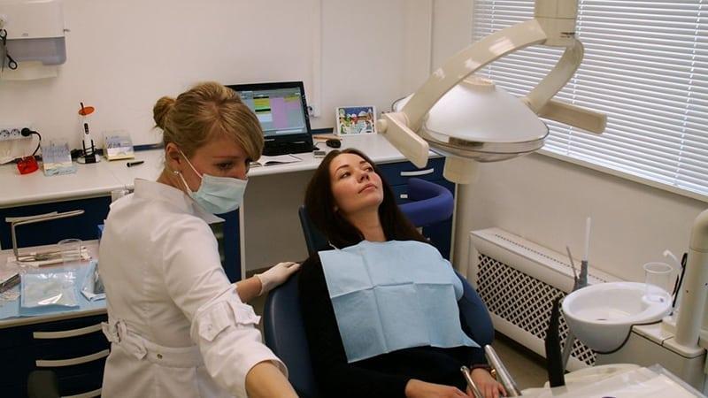 Лечение капюшона на зубе мудрости