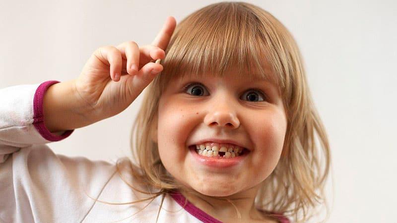 как выглядит <strong>ребенок 5 лет выпал зуб</strong> молочный выпавший зуб фото