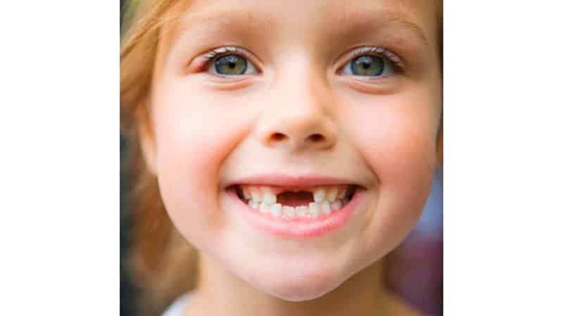 замена выпадение молочных зубов у детей по возрасту
