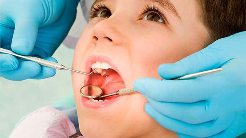 Причины гниения зубов у детей