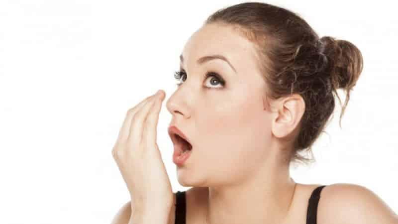 чесночный запах изо рта симптом