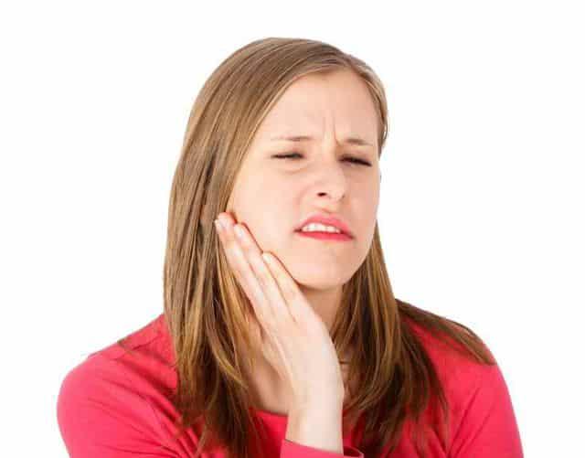 почему отек после удаления зуба опухла щека что делать