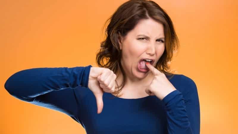 почему кислый привкус во рту по утрам после еды сладкого причины