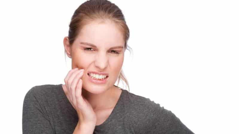 если растет зуб мудрости и болит десна что делать