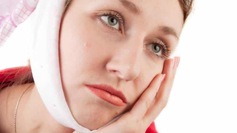 режется зуб мудрости как снять облегчить боль чем полоскать