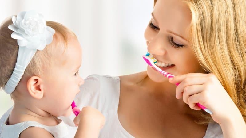 когда нужно начинать чистить зубы малышу