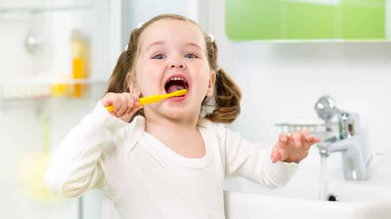 с какого возраста нужно начинать чистить зубы ребенку