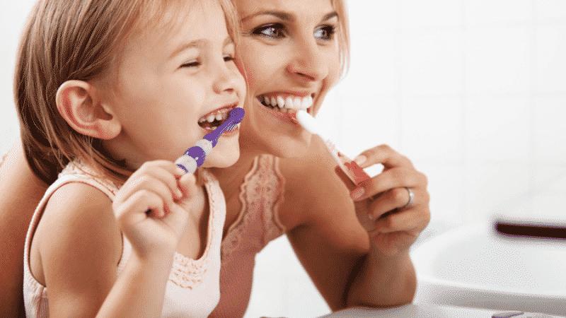 выпадают ли коренные зубы у детей