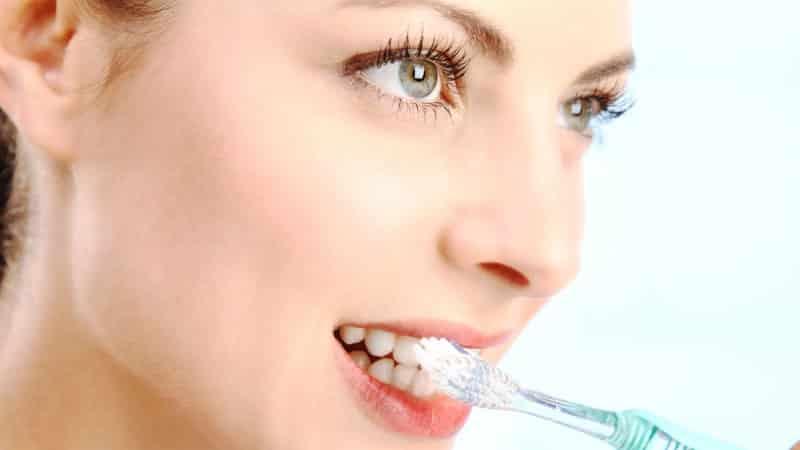 можно ли отбелить зубы углем активированным