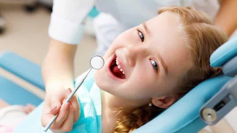 жирный белый желтый налет на зубах у ребенка 2 лет