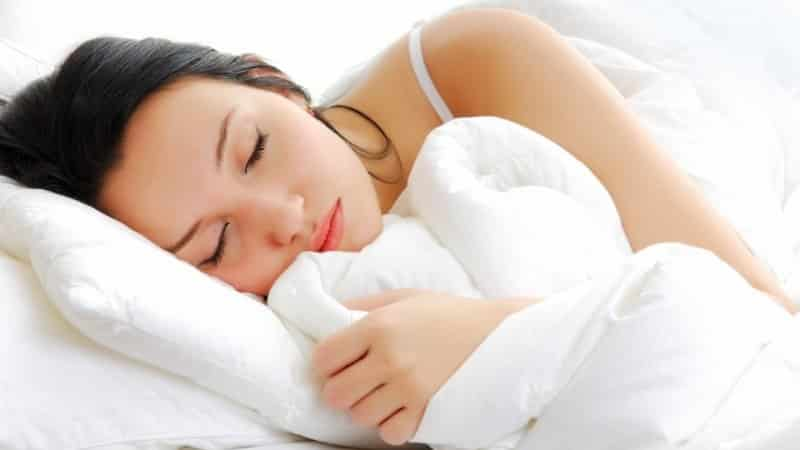 Во время сна течет слюна