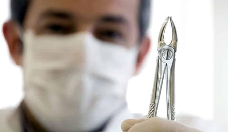 сколько может болеть десна после удаления зуба