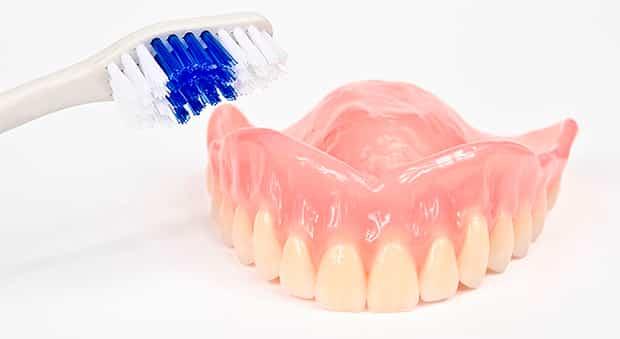 как отбелить чем чистить зубные протезы в домашних условиях