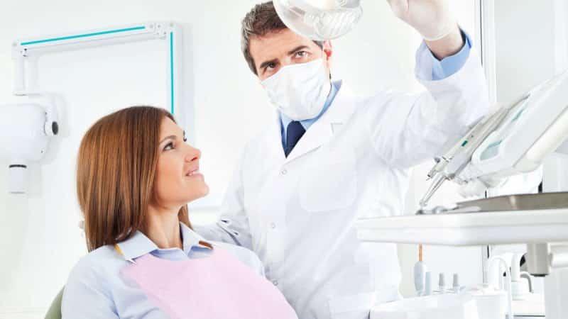 почему чешутся зубы у взрослых что делать если