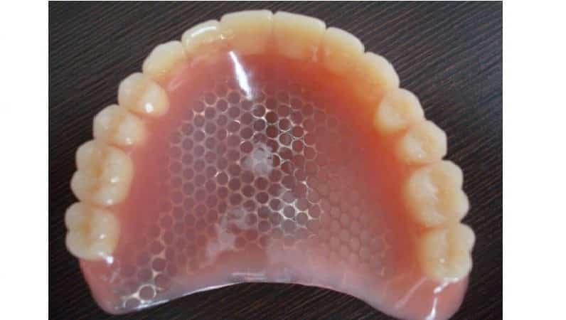 акриловые зубные протезы фото