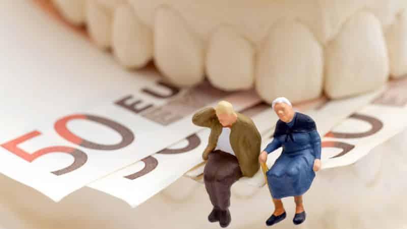 как бесплатно вставить зубы пенсионерам