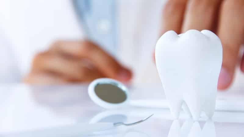 протезирование зубов для пенсионеров бесплатно