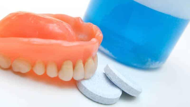 как хранить съемные зубные протезы в домашних условиях - нужно ли снимать зубные протезы на ночь