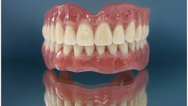 съемные зубные протезы при полном отсутствии зубов без неба
