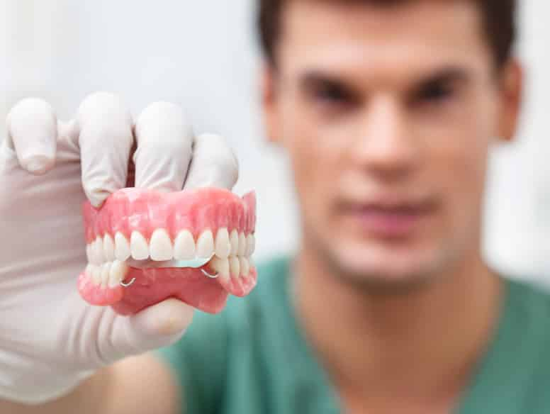 в чем разница протезирование зубов имплантация зубов