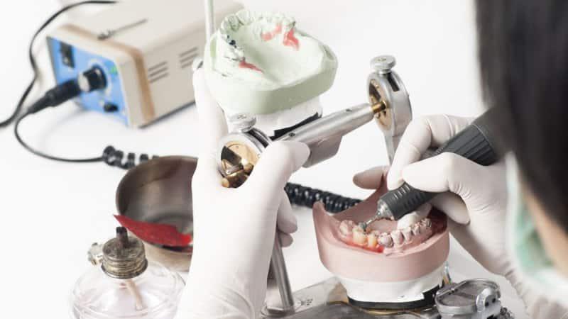 современные съемные зубные протезы без неба