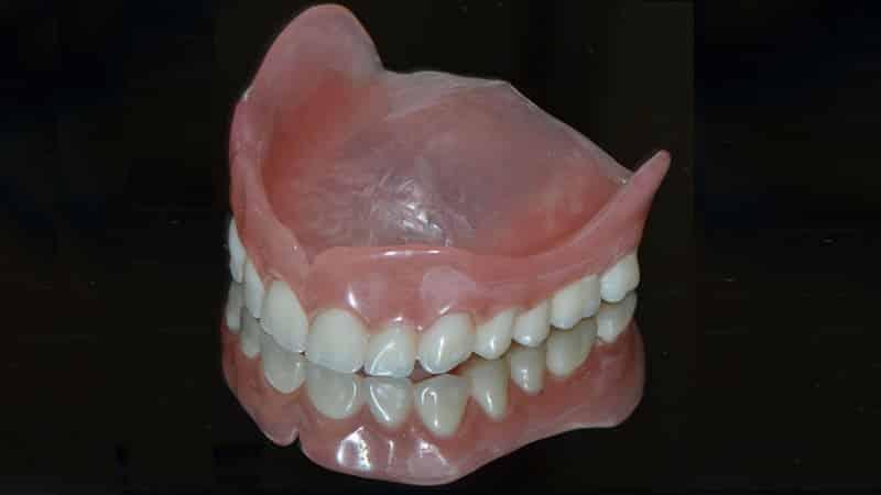 чем чистить зубные протезы пластмассовые от темного налета