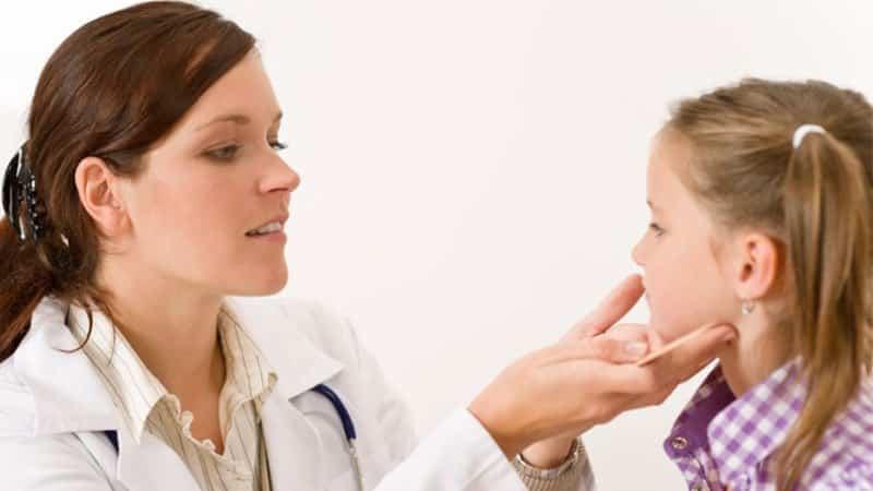 подрезание уздечки языка у новорожденных
