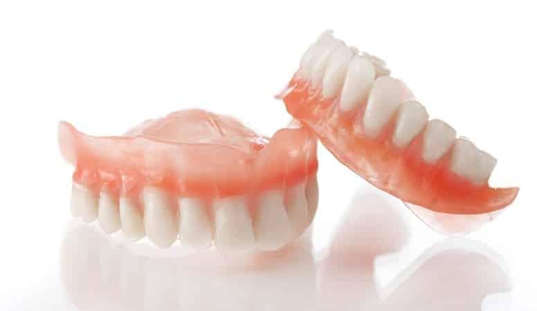стоимость зубных протезов из пластмассы