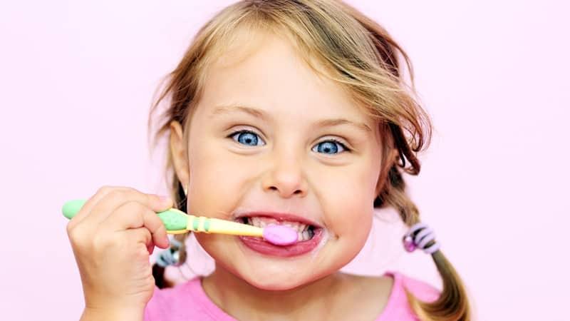 Зачем нужно чистить зубы на ночь