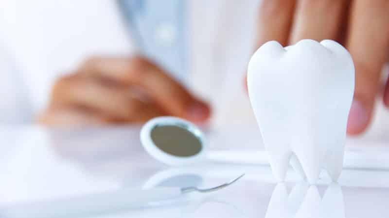 трещина на эмали зуба