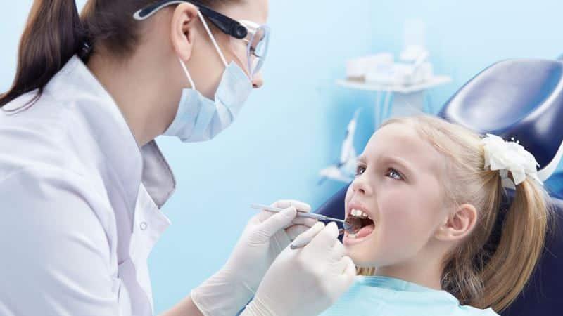 шатается коренной зуб и болит у ребенка что делать