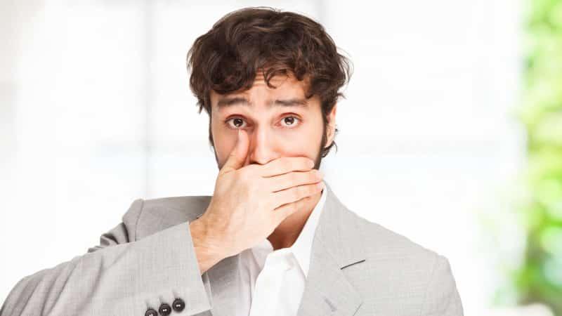 гнилой запах изо рта чувствует ли