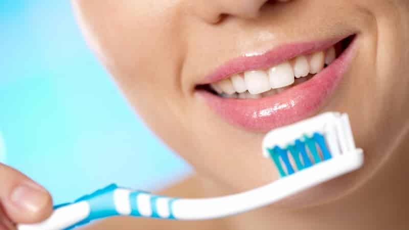 сколько времени надо чистить зубы