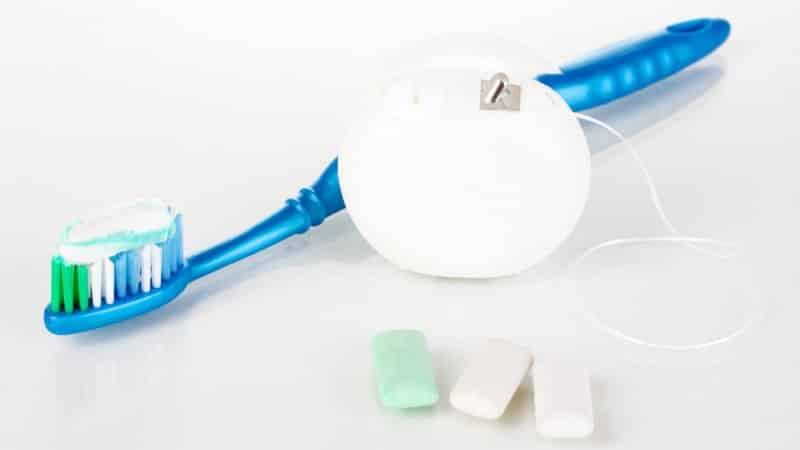 Сколько по времени нужно чистить зубы правильно