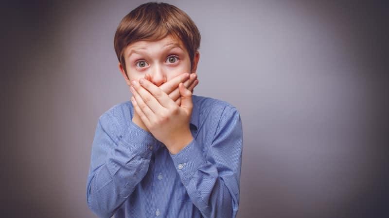почему изо рта пахнет калом